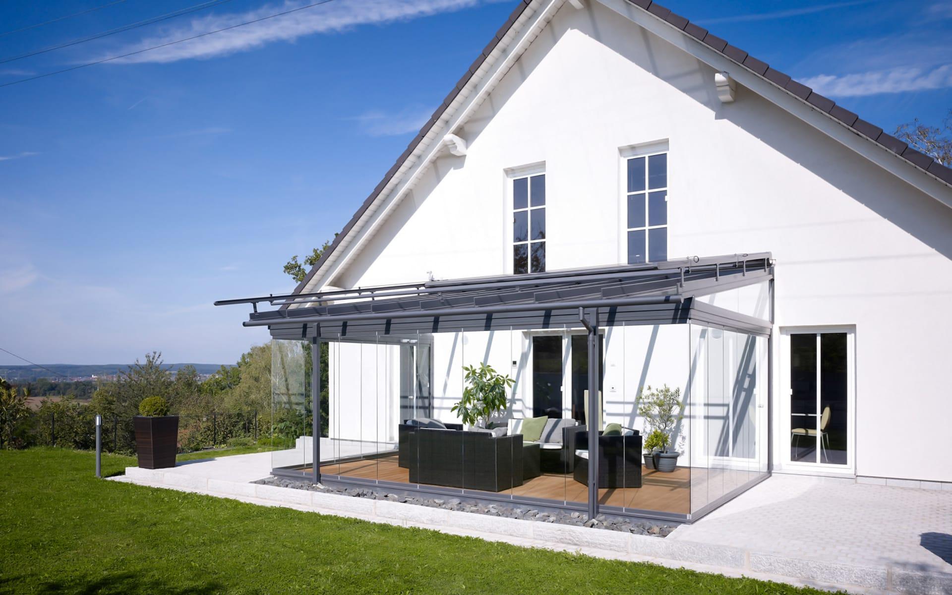 Überdachte Terrasse mit Aluprofilen