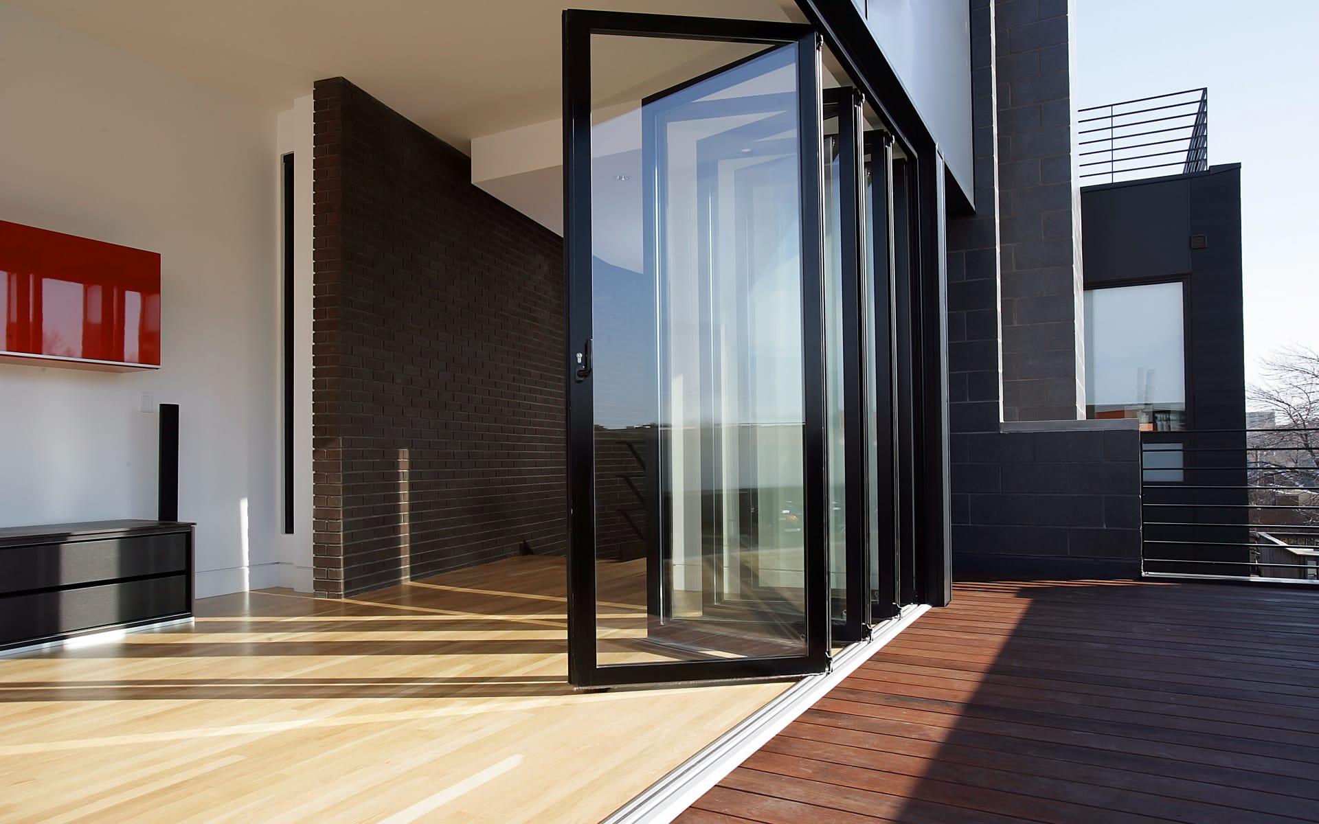Falttüren eröffnen neuen Raum ins Freie