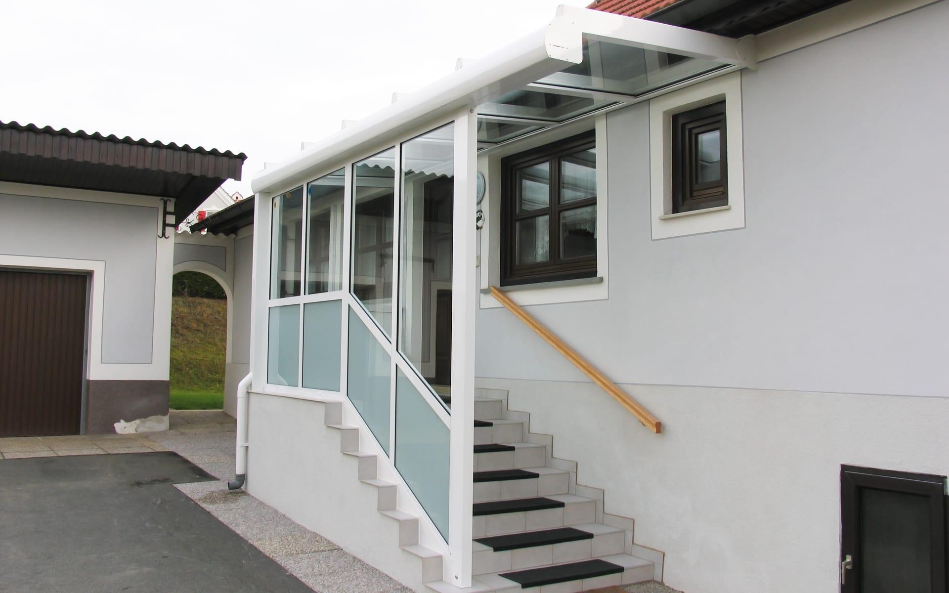 Windfang schützt den Eingangsbereich