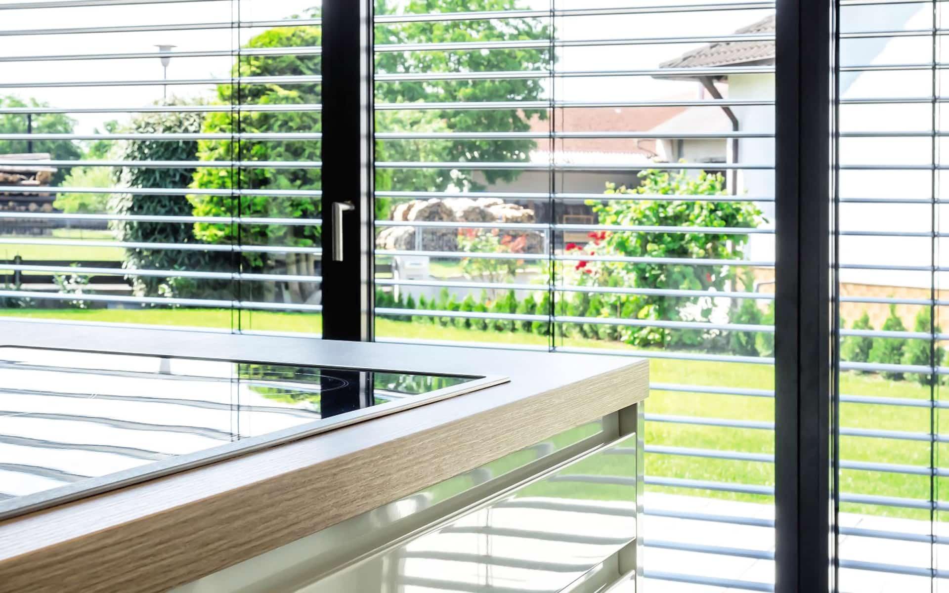 Raffstore für idealen Sonnenschutz