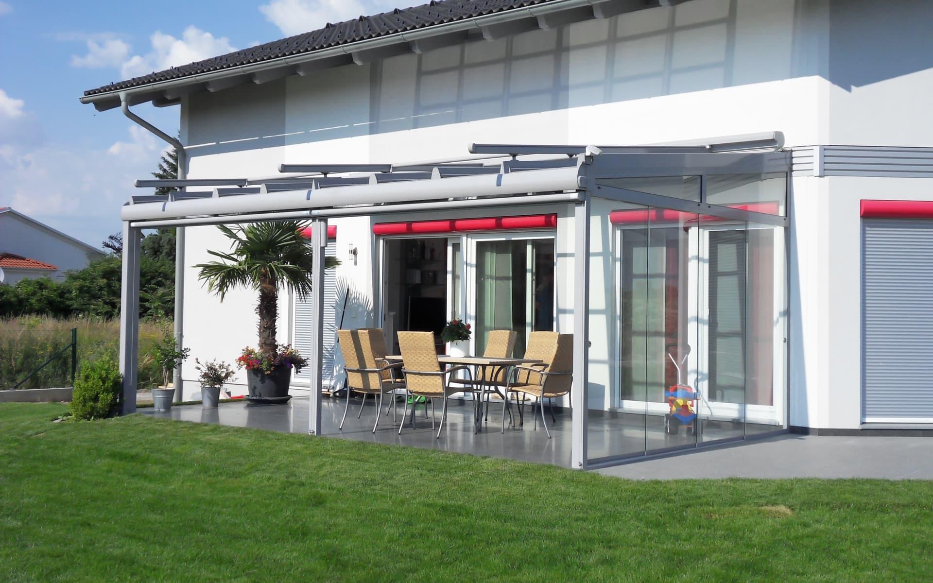 Modern überdachte Terrasse